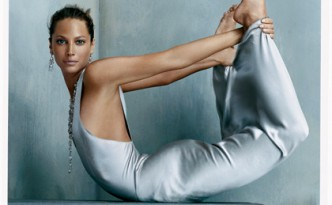 Christy-Turlington-yoga